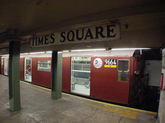 NYC地下鉄7ラインTSQ02jpg.jpg