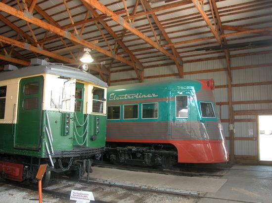20040911_33_CTA_Rapid_Transit_Car_&_CNSM_Electroliner_@_Illinois_Railway_Museum_(8522158375).jpg