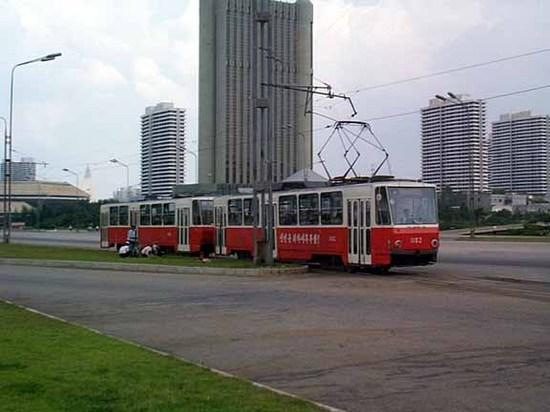 Pyongyang_tram.jpg